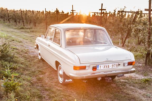 Oldtimerverhuur-wagen-audi-60L-13.jpg