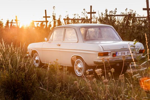 Oldtimerverhuur-wagen-audi-60L-16.jpg
