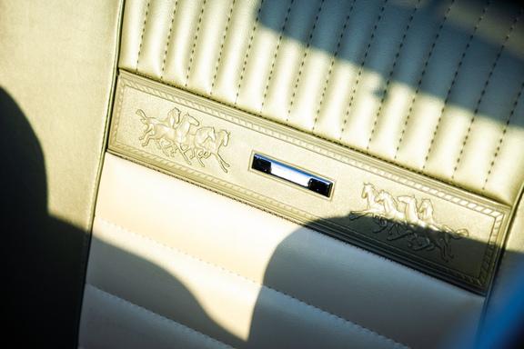 Oldtimerverhuur-wagen-Ford-Mustang-V8-Convertible-4.jpg