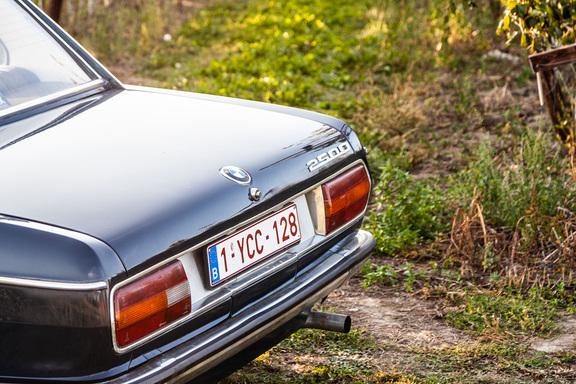 Oldtimerverhuur-wagen-BMW-2500-sedan-3.jpg