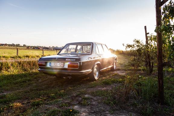 Oldtimerverhuur-wagen-BMW-2500-sedan-10.jpg