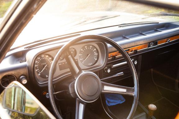 Oldtimerverhuur-wagen-BMW-2500-sedan-14.jpg