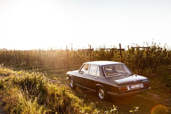 Oldtimerverhuur-wagen-BMW-2500-sedan-7.jpg