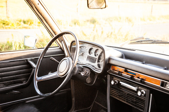 Oldtimerverhuur-wagen-BMW-2500-sedan-16.jpg