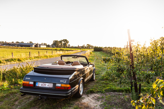 Oldtimerverhuur-wagen-saab-900-cabrio-10.jpg