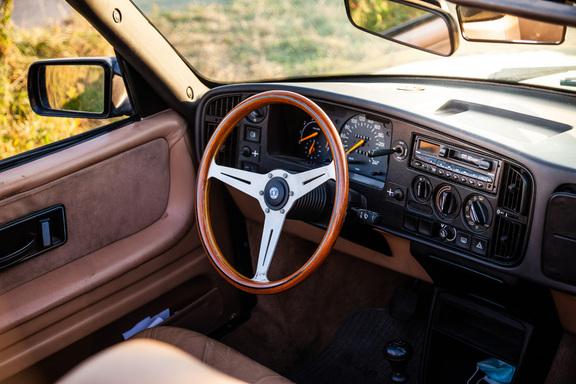 Oldtimerverhuur-wagen-saab-900-cabrio-11.jpg