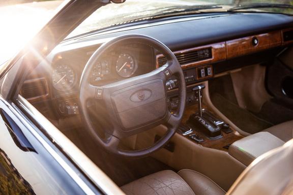 Oldtimerverhuur-wagen-jaguar-XJS-V12-convertible-1.jpg